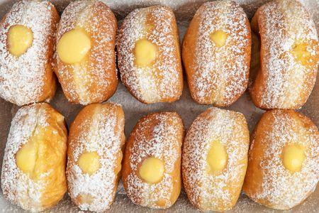 Donuts stuffed with lemon cream